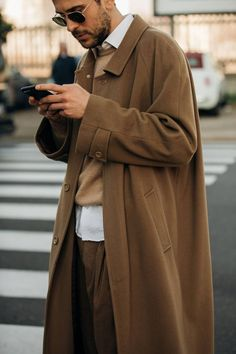 The Best Street Style From Milan Fashion Week Men's - Daily Fashion Cool Street Fashion, Look Fashion, Daily Fashion, Trendy Fashion, Fashion Design, Fashion Trends, Fashion Styles, Trendy Clothing, Fashion Guide