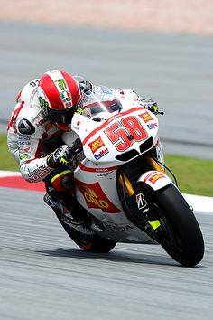 Marco Simoncelli in Moto GP Malaysia 2011 Motogp, Grand Prix, Motorcycle Racers, Racing Motorcycles, Valentino Rossi, Course Moto, Rallye Raid, Continental, Scooter Girl