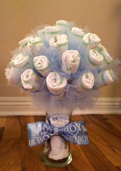 Diaper Bouquet - The Pint Sized Homemaker Baby Shower Balloons, Baby Shower Cakes, Baby Shower Themes, Baby Boy Shower, Baby Shower Gifts, Baby Gifts, Diaper Bouquet, Diy Bouquet, Bouquet Cadeau