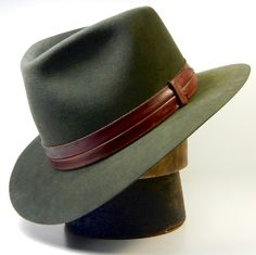 I sincerely LIKE this hat! Great peak, rim and style. leather rather than ribbon Mens Dress Hats, Men Dress, Stylish Hats, Hats For Men, Women Hats, Classy Men, Leather Hats, Fascinator Hats, Hat Hairstyles