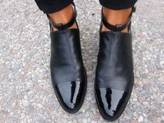 Stil in Nürnberg Women's Shoes, Mode Shoes, Me Too Shoes, Shoe Boots, Black Shoes, Flat Boots, Black Booties, Crazy Shoes, Mode Inspiration