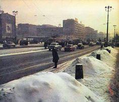 """Marszałkowska, skrzyżowanie z Alejami. fot. 1968r., Zbyszko Siemaszko, źr. Ilustrowany Tygodnik """"Stolica"""", źr. skyscrapercity.com"""