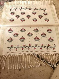 1 million+ Stunning Free Images to Use Anywhere Crewel Embroidery, Embroidery Designs, Cross Stitch Charts, Cross Stitch Patterns, Crochet Carpet, Free To Use Images, Bohemian Rug, Diy And Crafts, Textiles