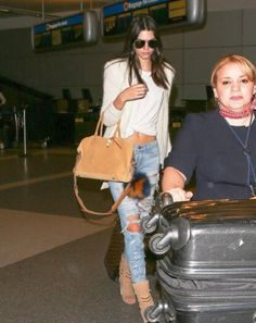 #KendallJenner travels with TUMI.