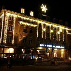 Instagram photo by @visittrondheim via ink361.com Trondheim, Broadway Shows, Mansions, House Styles, Christmas, Instagram, Decor, Buildings, Xmas