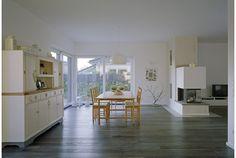 Flachdach im Fokus - VELUX   Einfamilienhaus in Nordrhein-Westfalen Kitchen Island, Table, Furniture, Home Decor, Flat Roof Skylights, Detached House, Architecture, Homemade Home Decor, Tables