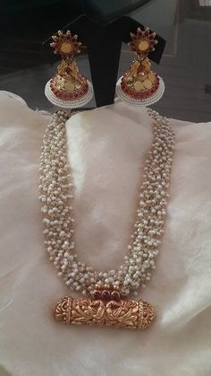 Jewellery Pearl temple jewellery - Music Festival/Concerts Look: Tips I Love Jewelry, Pearl Jewelry, Bridal Jewelry, Gold Jewelry, Jewelry Logo, Jewelry Quotes, Jewelry Model, Swarovski Jewelry, Trendy Jewelry