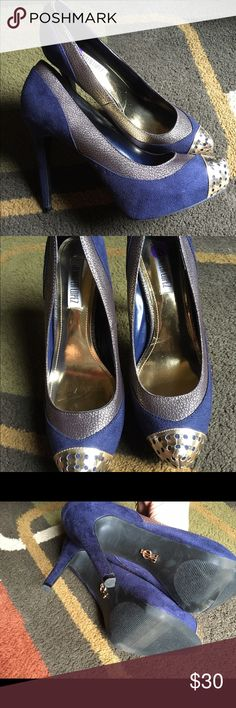 "Jennifer Lopez high heel shoes Shoes are blue and gold heel is 4.5""  excellent condition Jennifer Lopez Shoes Heels"