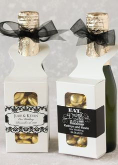 Top off almost any bottle at your party with these bottle hanger favor boxes with personalized labels for a unique favor. Features a loop to fit over most types of bottles (wine, beer, soda, or water bottles), this favor box can be filled with homemade delights, tasty treats, or fun favors.
