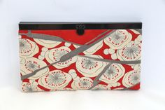 Silk purse / wallet from vintage Japanese wedding kimono with gunmetal closure. Unique Valentine gift by ShirukuSilk on Etsy