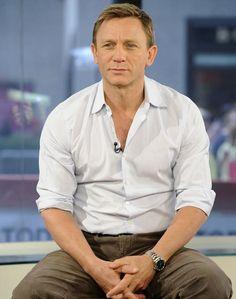 Daniel Craig in Long Sleeve Sh. is listed (or ranked) 5 on the list Hot Daniel Craig Photos Rachel Weisz, Daniel Craig Style, Daniel Craig James Bond, Daniel Craig Body, Daniel Graig, James Bond Style, Best Bond, Famous Men, Actors