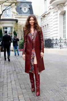 Zendaya Is the First to Wear Her New Tommy Hilfiger Collecti.- Zendaya Is the First to Wear Her New Tommy Hilfiger Collection in Paris Zendaya Is the First to Wear Her New Tommy Hilfiger Collection in Paris – Vogue - Mode Zendaya, Zendaya Street Style, Zendaya Outfits, Zendaya Hair, Zendaya Fashion, Zendaya Makeup, Zendaya Clothes, Fashion Week, Look Fashion