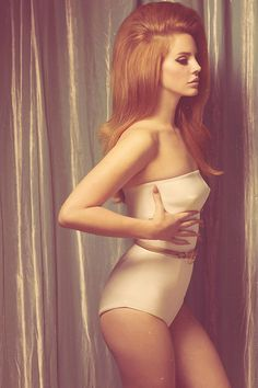 Lana Del Ray does 60s bombshell