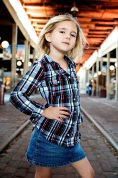 profession photogragher picture poses for 12 year olds Family Photography, Photography Poses, Picture Poses, Tween, Children, Kids, Plaid, Modeling Poses, Photo Ideas