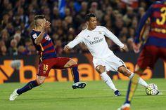 El clásico entre Barcelona y Real Madrid resultó espectacular. Con un primer tiempo de tanteo, ambos equipos dejaron los goles para el segundo acto. Piqué golpeó primero pero Benzema y Cristiano en el tramo final certificaron la remontada y una gran victoria para los blancos.