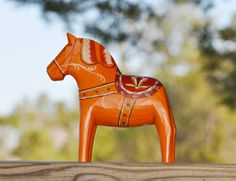 A replica of the horse from World Expo in NYC 1939  made by Grannas Olsson Hemslöjd AB in Mora.
