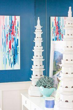 @psstudio home tour - Bungalow 5 porcelain pagodas - Benjamin Moore Lucerne - abstract art - dining room - www.pencilshavingsstudio.com