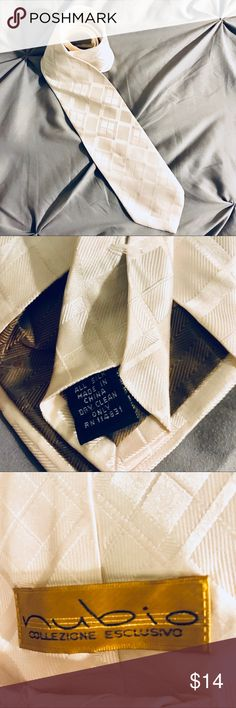 💯% Silk Tie White tie with detailing. Makes a great gift! EUC. Accessories Ties