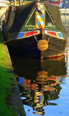Narrow boat on the Bridgewater Canal, Stockton Heath, Cheshire, England