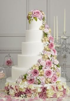 Absolutely gorgeous wedding cake with flowers