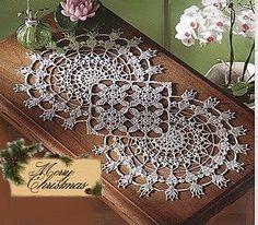 Home Decor Crochet Patterns Part 41 - Beautiful Crochet Patterns and Knitting Patterns Crochet Table Runner Pattern, Free Crochet Doily Patterns, Crochet Motifs, Crochet Tablecloth, Crochet Chart, Thread Crochet, Knitting Patterns, Filet Crochet, Beau Crochet
