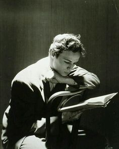 Marlon Brando reading