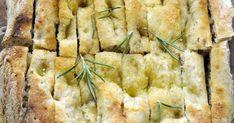 Goûtez l'Italie le temps d'un repas avec ces focaccias maison présentés dans l'émission BBQ non-stop avec Hugo Girard. Cette recette est personalisable à votre goût mais Ian Perreault propose une garniture à l'ail confit et au romarin ou aux olives et figues! 