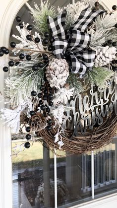 Christmas Wreaths For Front Door, Indoor Christmas Decorations, Christmas Swags, Burlap Christmas, Holiday Wreaths, Christmas Wresths, Christmas Lights, Christmas Crafts, Black Christmas Trees