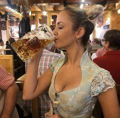 German Girls, German Women, Octoberfest Girls, Oktoberfest Outfit, Oktoberfest Food, Festivals, Beer Girl, Beauty Around The World, Carnival