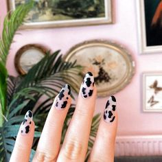 80 ideas to create the best Halloween nail decoration - My Nails Summer Acrylic Nails, Best Acrylic Nails, Spring Nails, Summer Nails, Minimalist Nails, Nail Swag, Nail Design Glitter, White Nails With Design, Aycrlic Nails