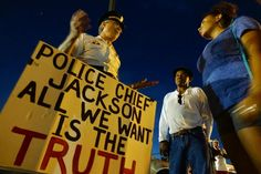 Retired cops side with Ferguson protesters - Yahoo News
