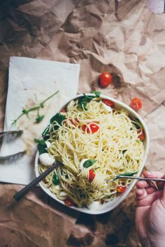 Spaghetti with Tomatoes, Fresh Mozzarella, and Garlic Oil