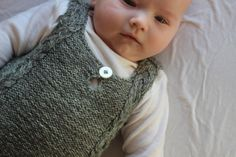 Snoet babyvest fra All you knit is love – Susie Haumann