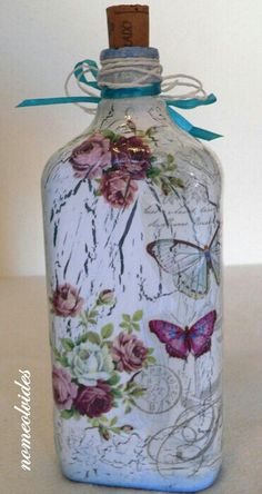 Discover thousands of images about How To Decoupage On Glass Bottle With Pizzi Goffre Technique. Same technique different bottle 2 Glass Bottle Crafts, Wine Bottle Art, Diy Bottle, Bottle Vase, Bottles And Jars, Glass Bottles, Bottle Lamps, Painted Bottles, Decoupage Glass