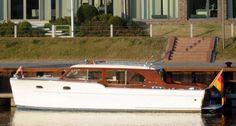 Chris Craft Sedan Cruiser  - 30ft.