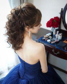 hiroさんはInstagramを利用しています:「・・・ ・ ウェーブ感をしっかり出した編みおろしヘアです☺️ ツヤ感も出す事によって動きがあっても綺麗に見えるように作っています✨✨ ・ ・ 直近のご依頼にも喜んで対応させて頂きますので結婚式直前にヘアメイクでお悩みの方も是非一度お問い合わせ下さい☺️✨ ・ ★LINE…」 Evening Hairstyles, Dance Hairstyles, Elegant Hairstyles, Bride Hairstyles, Pretty Makeup, Makeup Looks, Hair Arrange, Hair Reference, How To Make Hair
