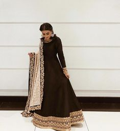 simple yet beautiful Asian dress Pakistani Dresses Casual, Indian Gowns Dresses, Pakistani Wedding Outfits, Pakistani Dress Design, Indian Fashion Dresses, Pakistani Fashion Casual, Punjabi Fashion, Indian Bridal Fashion, Bridal Outfits
