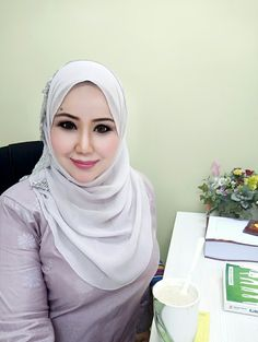 Beautiful Muslim Women, Beautiful Girl Image, Beautiful Hijab, Simply Beautiful, Kebaya Hijab, Girl Hijab, Hijab Chic, Muslim Girls, Covergirl