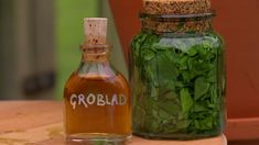 Groblad är naturens plåster Skin Care Remedies, Herbal Remedies, Home Remedies, Natural Remedies, Take Care Of Your Body, Homemade Facials, Diy Spa, Kitchen Witch, Medicinal Herbs