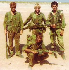 Members of the Rhodesian African Rifles pose during the Rhodesian Bush War, Special Ops, Special Forces, Military Photos, Military History, Arsenal, Modern Warfare, African History, Vietnam War, Armed Forces