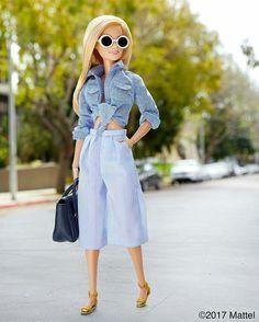 Barbie®: Style tip: mix textures and prints to maximize a monochromatic look! Barbie Life, Barbie World, Fashion Dolls, Barbie Tumblr, Barbies Pics, Barbie Fashionista Dolls, Barbie Model, Barbie Style, Diy Barbie Clothes