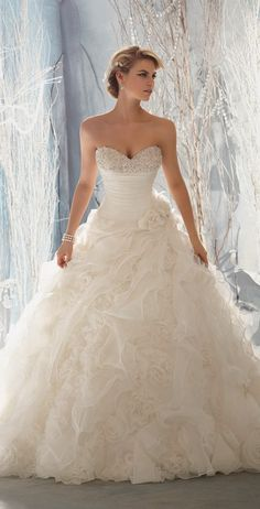 Gorgeous Wedding Dress -- Repinned by favorite follower Emilie Oakley. bridesandrings.com