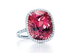 Tiffany  Co. http://www.vogue.fr/joaillerie/shopping/diaporama/rubis-rouge-bagues-haute-joaillerie/19186/image/1011556#!tiffany-amp-co-bague-coussin-en-tourmaline