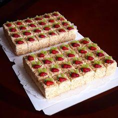 Спасибо за заказ и доверие! Baking Recipes, Cake Recipes, Snack Recipes, Dessert Recipes, Snacks, Desserts, Log Cake, Fruit Cakes, Fudge Cake
