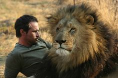 seorawat: Kevin-Richardson -The-Lion-Whisperer Kevin Richardson, Animals Of The World, Animals And Pets, Wild Animals, Lions And Hyenas, Lion And Lioness, Lion Love, African Animals, Endangered Species