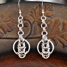 """Items similar to 925 sterling Silver chainmaille earrings. """"Circles in the square """" on Etsy Jump Ring Jewelry, Wire Jewelry, Silver Jewelry, Handmade Jewelry, Jewellery, Chainmail Patterns, Puzzle Ring, Bijoux Fil Aluminium, Jewelry Design"""