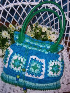 """Gehäkelt aus """" Granny Squares """" und mit Baumwolle Design: Gerlinde Gebert Shop: www.gebert-handarbeiten.de"""