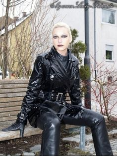Black Mac, Rain Wear, Leather Gloves, Petra, Pants For Women, Sexy Women, Punk, Female, How To Wear