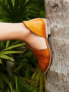 Royale Flat   Closed toe version of FP fave Mont Blanc Sandal, these leather flats are made with the finest Spanish craftsmanship. Leather flats feature side cutouts and a slight stacked heel.