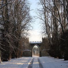 Snowy drive at Duns Castle #scottishcastle #winterwedding